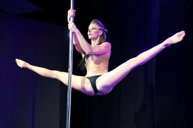 Cours de pole dance Laurence Hilsum